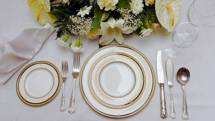 Arrange The Cutlery On Dining Table