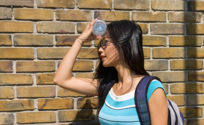 How to treat sunstroke at home?
