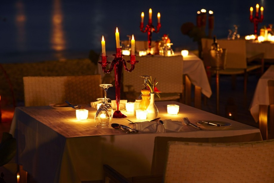 How to lay the table for a romantic dinner for Best valentines restaurants nyc
