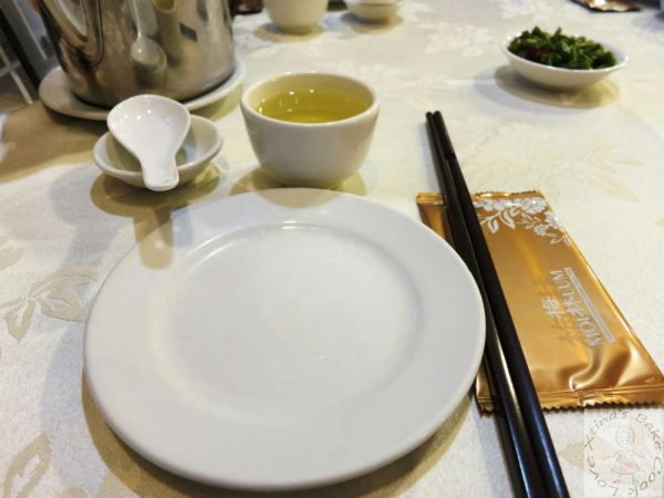 How to lay the table in Chinese restaurants 1