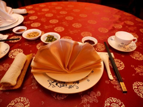 How to lay the table in Chinese restaurants 3